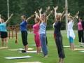 Фитнес: заниматься в группе или дома?