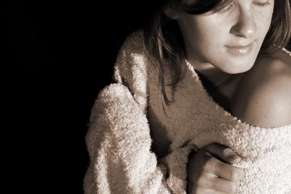 Модные свитеры. Девушки в свитере.