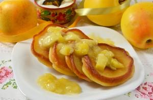 оладьи с яблочной начинкой