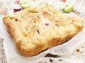 Слоеный пирог с яблоками и красной смородиной